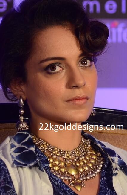 Kangana Ranaut in Two Tone Necklace