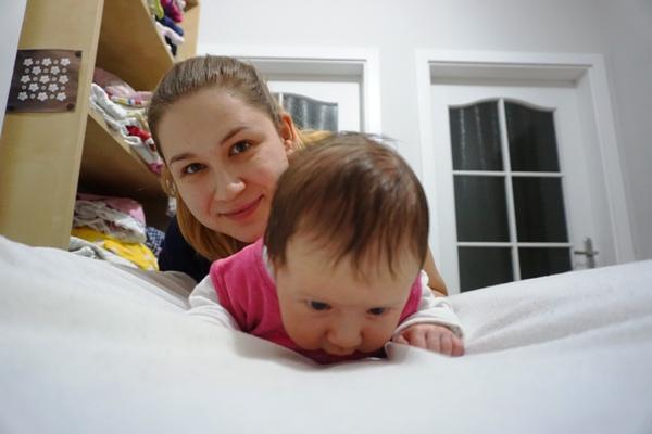3tygodniowe dziecko podnosi głowę
