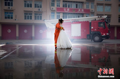 Beautiful firefighter wedding photos capture the hearts of thousands online