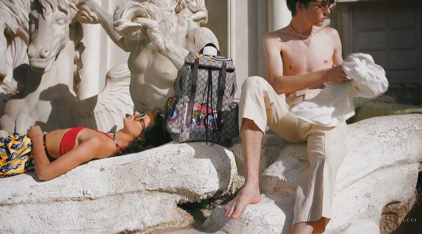 Modello e modella pubblicità Gucci primavera estate zaino Roma con Foto - Testimonial Spot Pubblicitario Gucci 2017