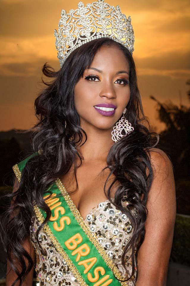 Mayrane Barbosa, Miss Brasil 2016, posa com coroa avaliada em mais de 9 mil reais. Foto: Ronaldo Gutierrez