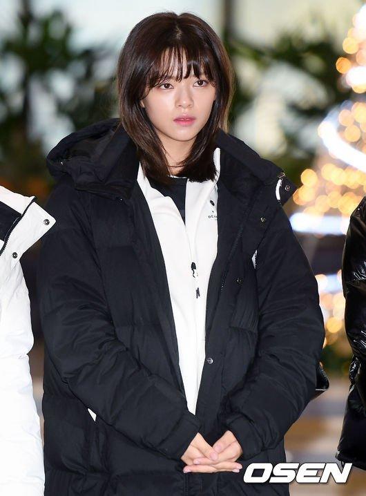 Twice Jungyeon havaalanında yorgun görünüyor