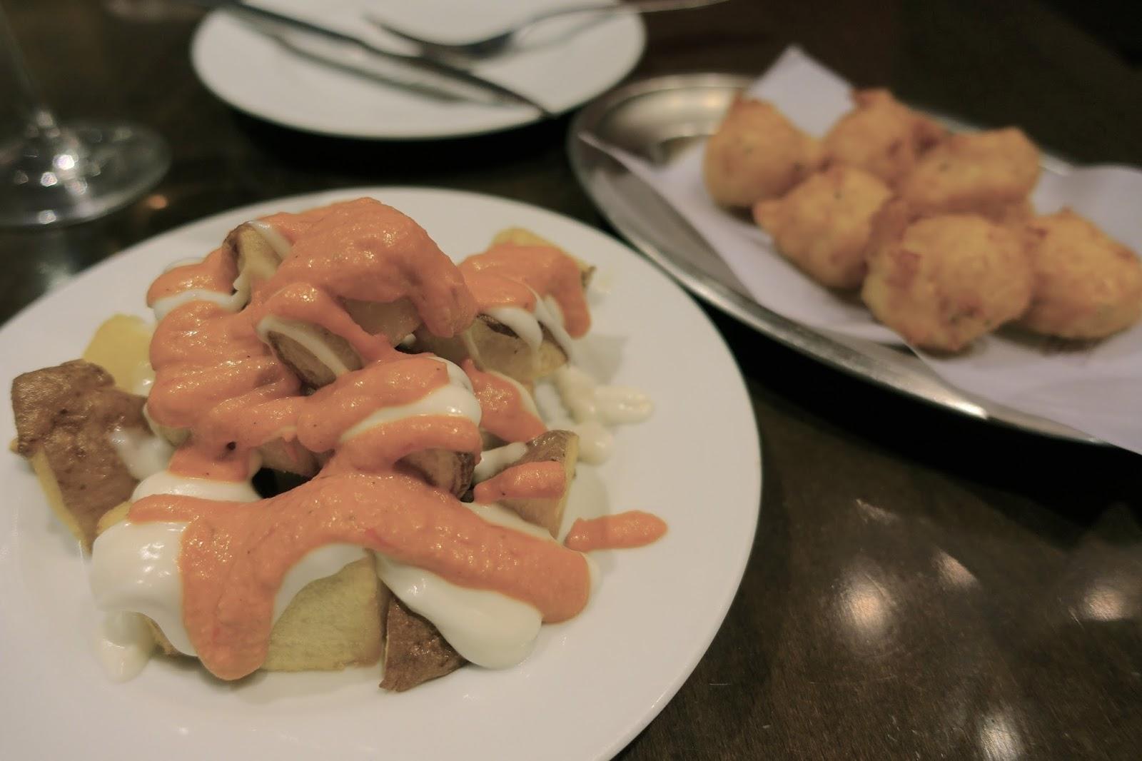 チャロック(Xaloc) 「パタタスブラバス」と「鱈のブニュエロ」