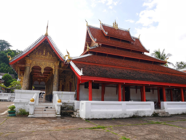 the temple hall at Wat Mai