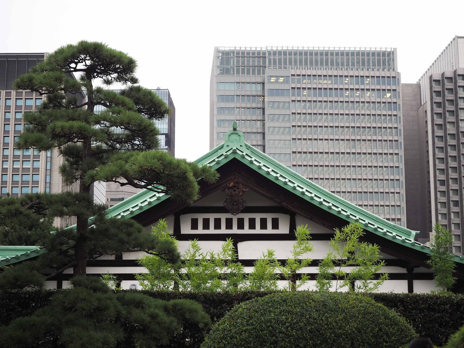 contraste modernité et tradition a Tokyo