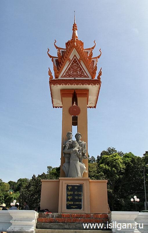Монумент Дружбы народов Вьетнама и Камбоджи . Город Сиануквиль. Камбоджа