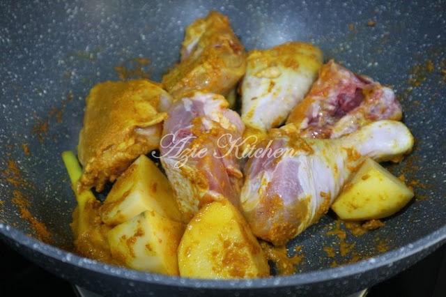Ayam Masak Lemak Cili Api Dengan Kentang