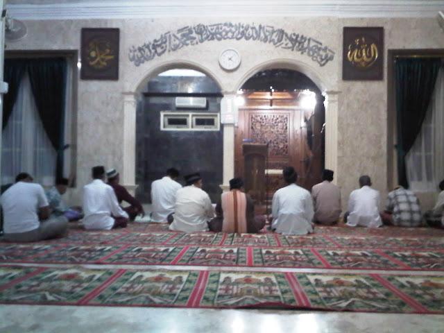 Orang-orang Seperti inilah yang Biasanya Mengganggu para Malaikat saat Berada di Masjid!