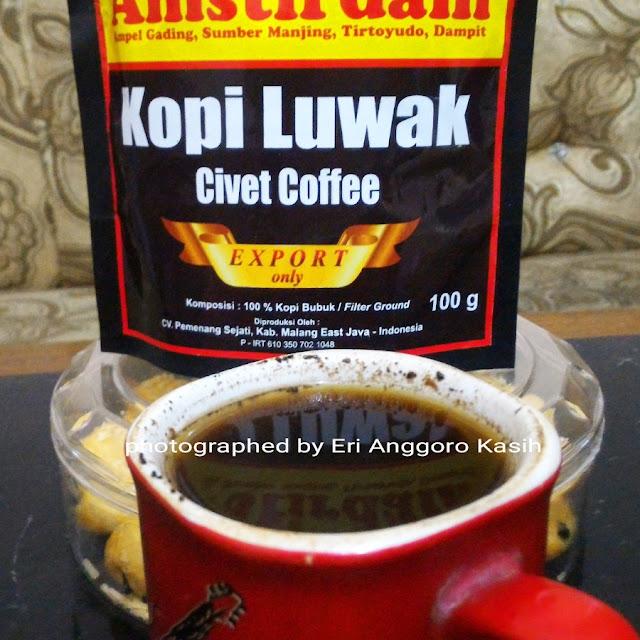 Secangkir kopi luwak yang nikmat.
