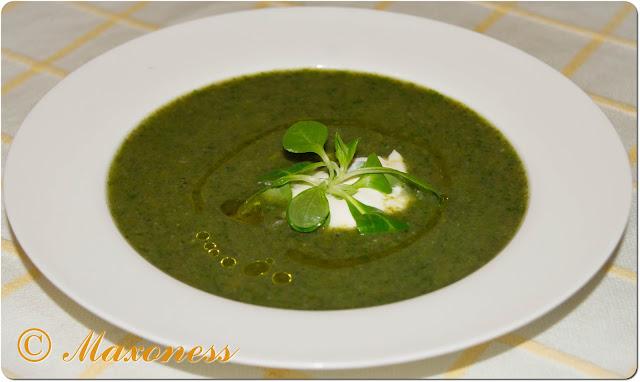 Грибной суп с салатом корн