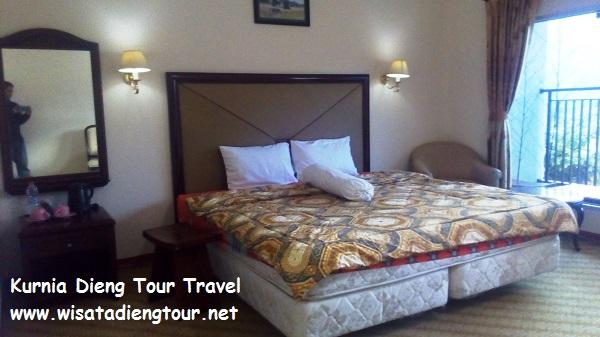 gambar kamar tidur standar di hotel dqiano dieng