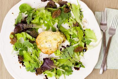 Blattsalat mit überbackener Birne