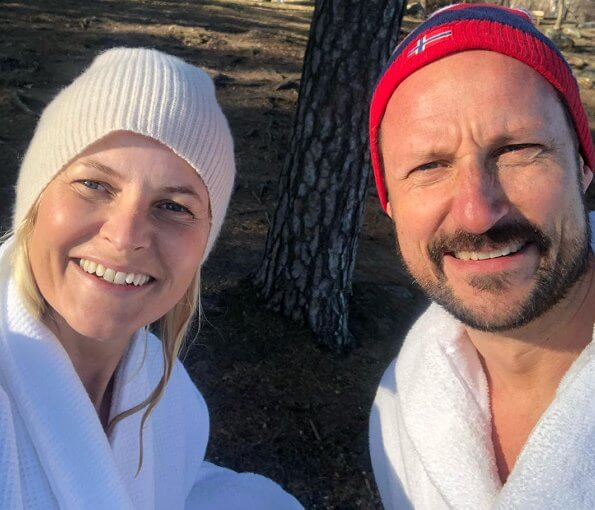 King Harald and Queen Sonja was put in quarantine in Kongsseteren. Crown Princess Mette-Marit has a chronic lung disease