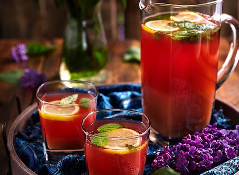 Orzeźwiający napój rabarbarowy z wanilią