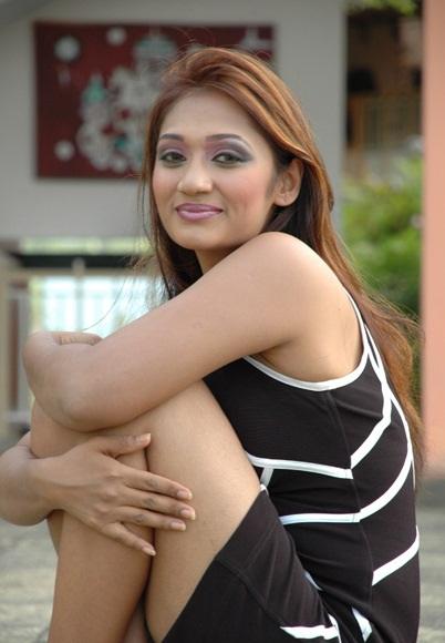 Hot sri lankan tamil teen exposes her delicious body - 1 4