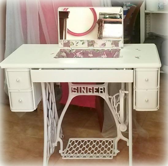 transformar este mueble de mquina de coser en tocador ha sido una tarea muy laboriosa pero hemos disfrutado mucho fue necesario improvisar numerosas