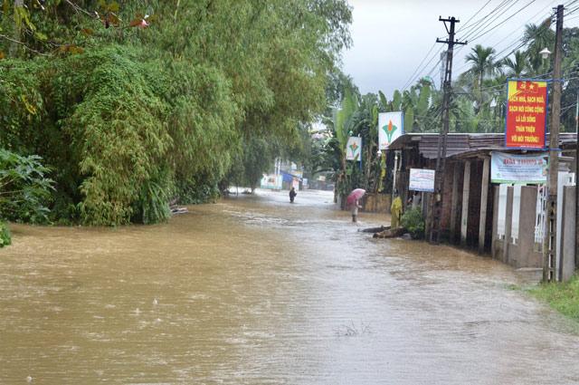 Chùm ảnh Quảng Ngãi nhà thành sông nhiều công trình bị vùi lấp do sạt lở
