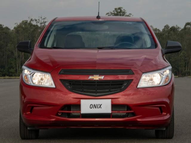 Novo Chevrolet Onix 1.0 Joy 2017 - frente