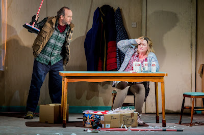 Hansel and Gretel - Opera North - Stephen Gadd, Susan Bullock - Photo Credit: Robert Workman