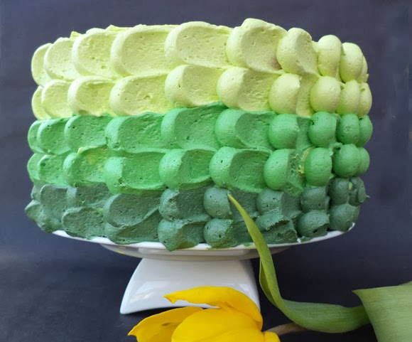 Ombre Petal taart met Swiss meringue botercrème