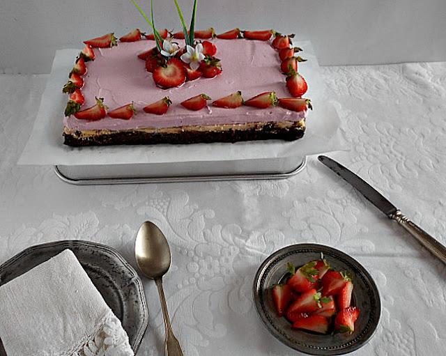 brownie com cheesecake de baunilha e frutos vermelhos