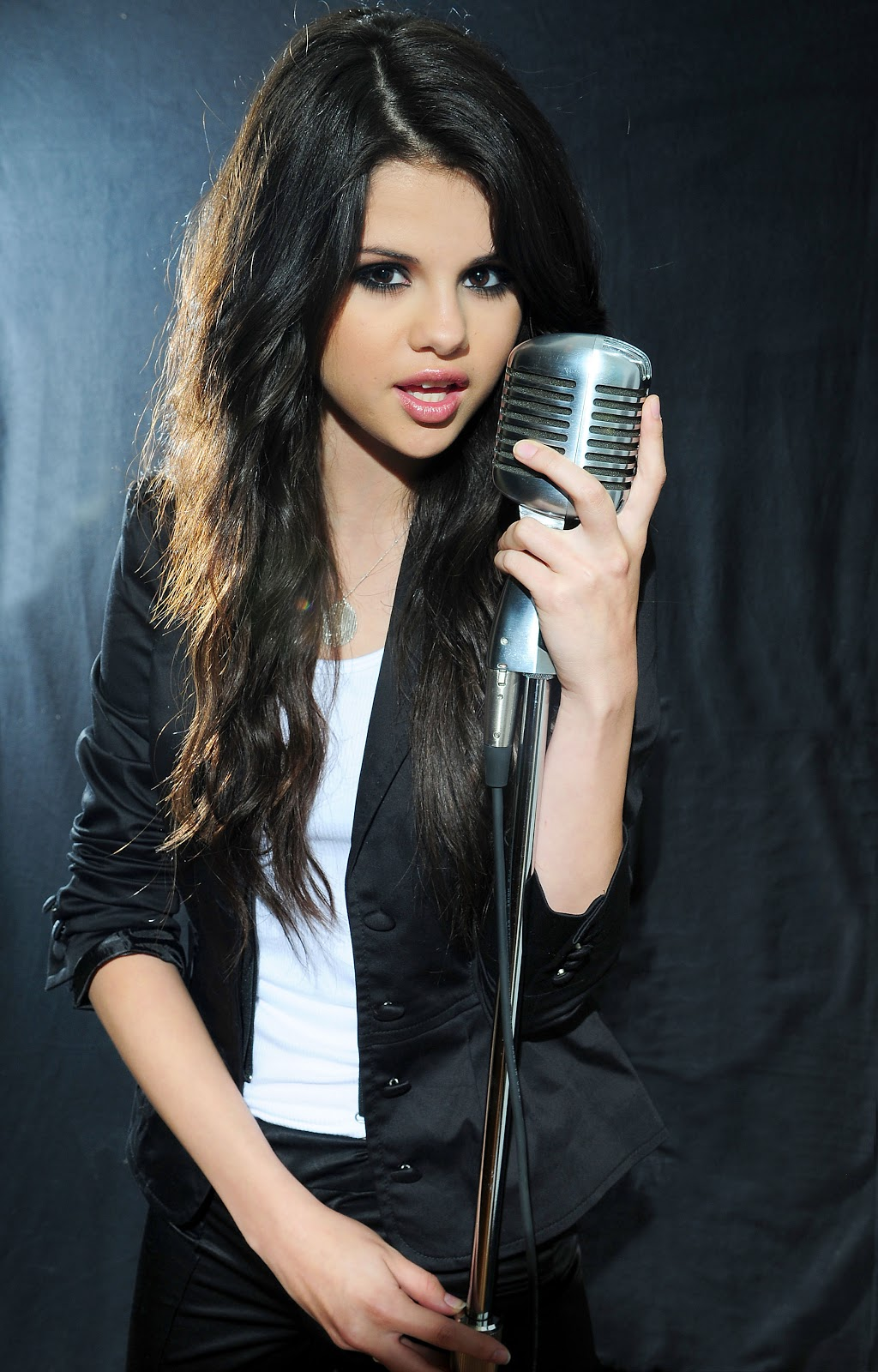 Fashion & Celebrities: Selena Gomez Music career and Pictures