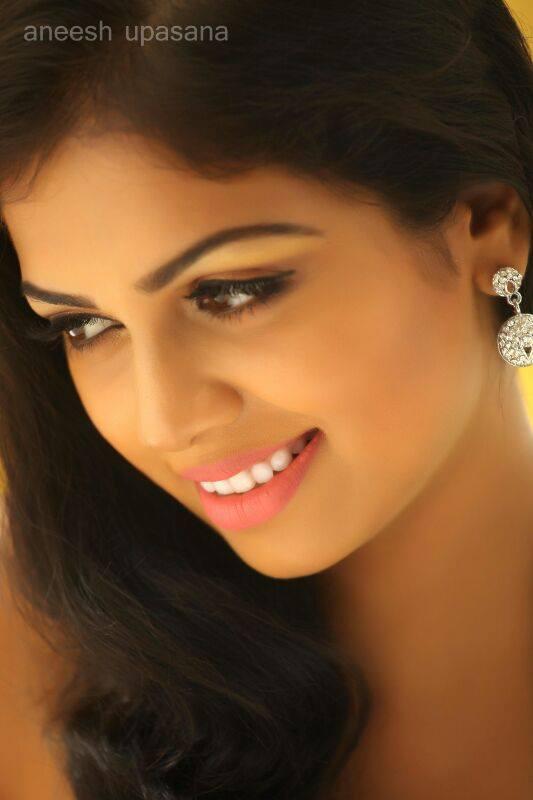 Mallu Actress Anjali Aneesh Upasana WatsApp Pic