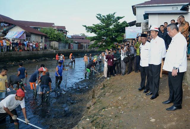 Presiden Jokowi Meninjau Pelaksanaan Padat Karya Tunai di Ambon - Info Presiden Jokowi Dan Pemerintah