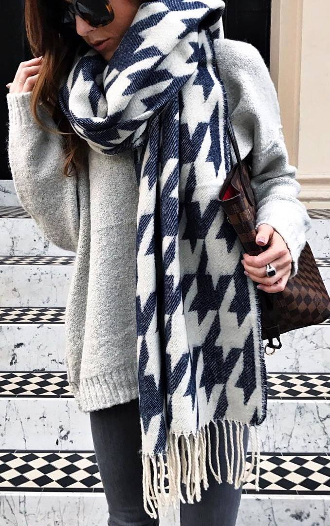 cozy winter outfit / printed scarf + sweater + bag + black skinnies