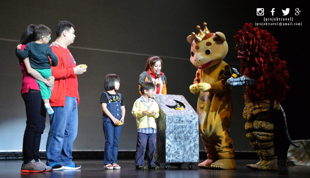 Kanak-kanak akan dipanggil untuk bersama-sama dalam satu scene dan membantu Ultraman