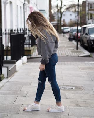 outfits con zapatos blancos