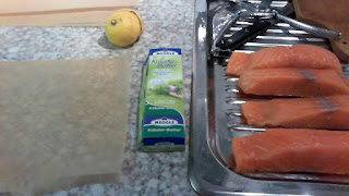 Zutaten für Lachsfilet: Kräuterbutter, Zitrone, Salz und natürlich Lachs