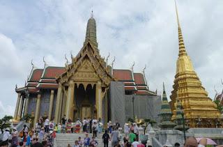 Gran Palacio Real de Bangkok. Panteón Real o Prasat Phra Dhepbidorn.