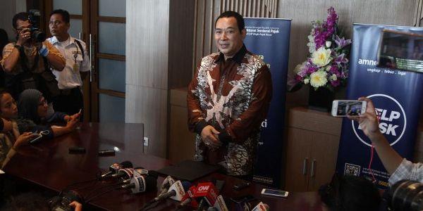 Tommy Soeharto datangi kantor pajak