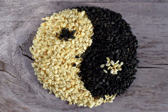 Black and White Sesame Seeds. Eat so what. Smart ways to stay healthy by La Fonceur