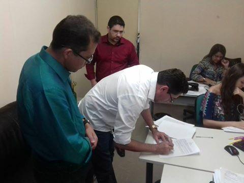 Prefeito Lielson Landim assina convênios para aquisição de duas novas ambulâncias