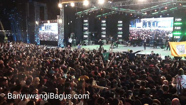 Menurut Didi Kempot jumlah sobyat ambyar Banyuwangi memecahkan rekor penonton konsernya.