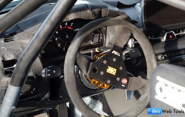 ハンガリーで目撃された新型スープラの開発車両「A110」の運転席