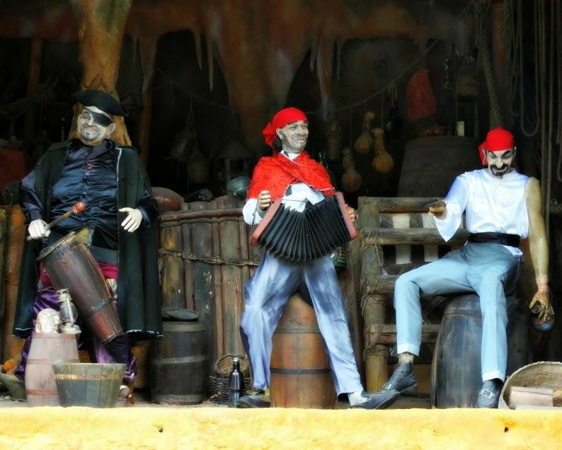 Animação na Taverna dos Marujos, na Ilha dos Piratas, no Beto Carrero World