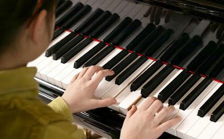 Luyện Ngon Trên Phím Đàn Piano