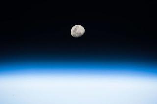 Saiba como ver o eclipse total da Lua que ocorre na madrugada
