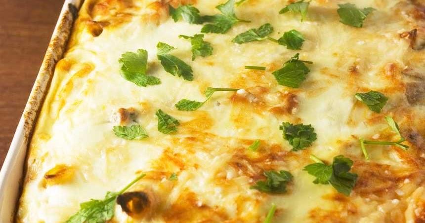 طريقة عمل صينية بطاطس باللحمة المفرومة والبشاميل