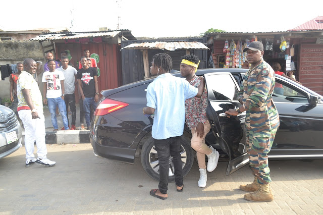Yungsam mobbed in Ajegunle, rescued by soldiers