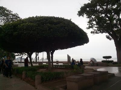 "<a href=""url gambar""><img alt=""pantai lapangan esplanade georgetown penang"" src=""urlgambar"" title=""pantai lapangan esplanade georgetown penang"" />"