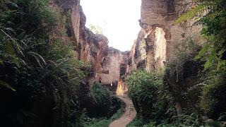 goa di bukit kapur arosbaya
