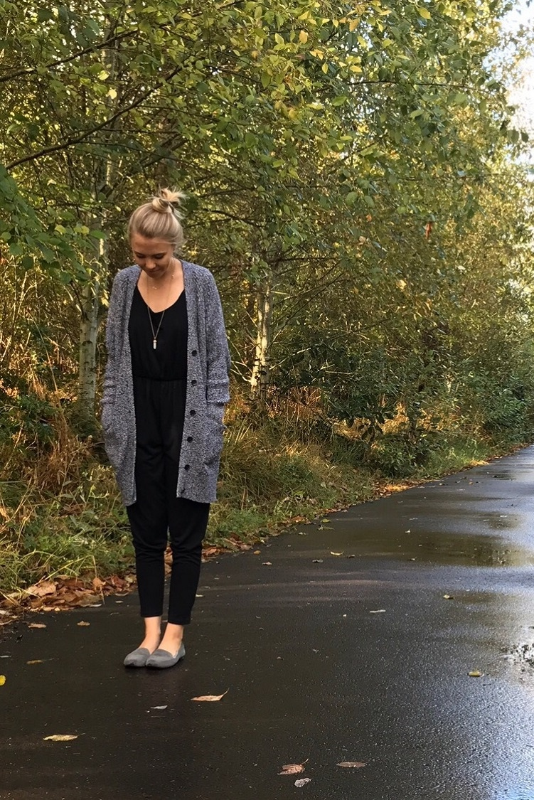 How to maintain comfort in your fall wardrobe - Warmth and Whimsy - Click through to find out what she and other bloggers have to say on this topic!