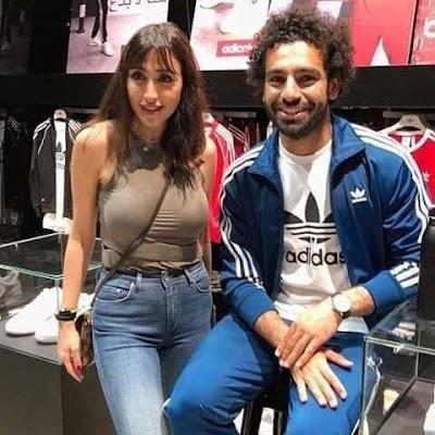 محمد صلاح يثير الجدل بسبب صوره مع ممثلة لبنانية داخل مول تجاري (صور)