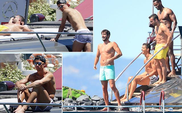 Cristiano Ronaldo Menikmati Liburan Di Ibiza, Menjelang Euro 2016 Sebagai Kapten Portugal