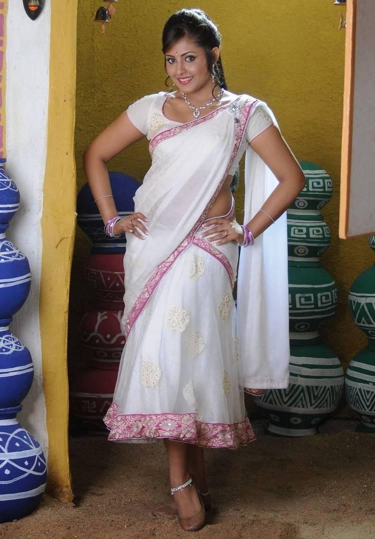 Hot Sexy Saree Bhabhi