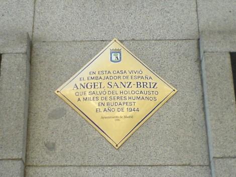 Placa en memoria de Ángel Sanz Briz